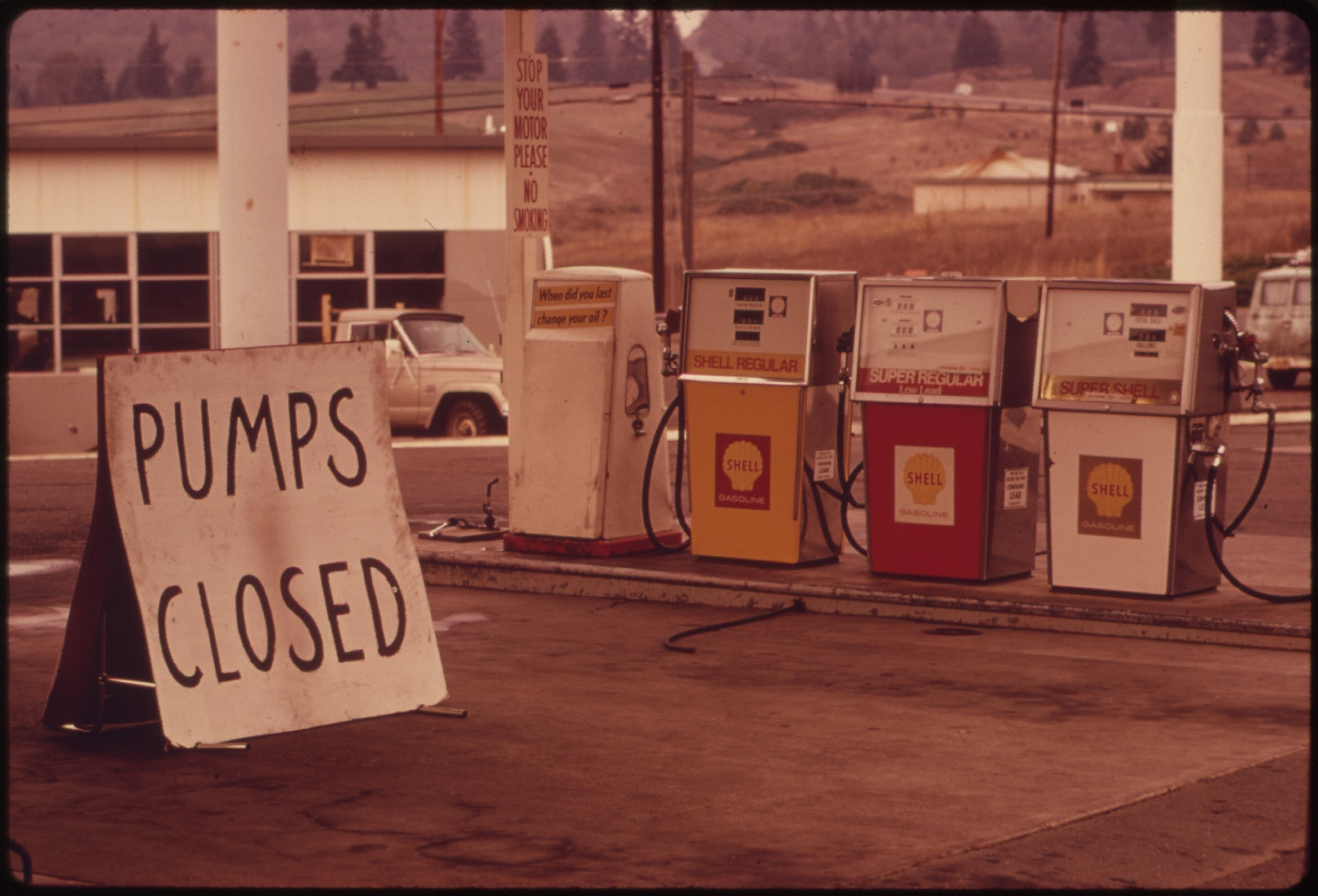 how did the gasoline shortage of the era differ from the energy crisis of our time However, during the 1979 energy crisis, japanese carmakers gained a reputation for building inexpensive, reliable, efficient cars that were particularly well-suited to the new era of austerity.