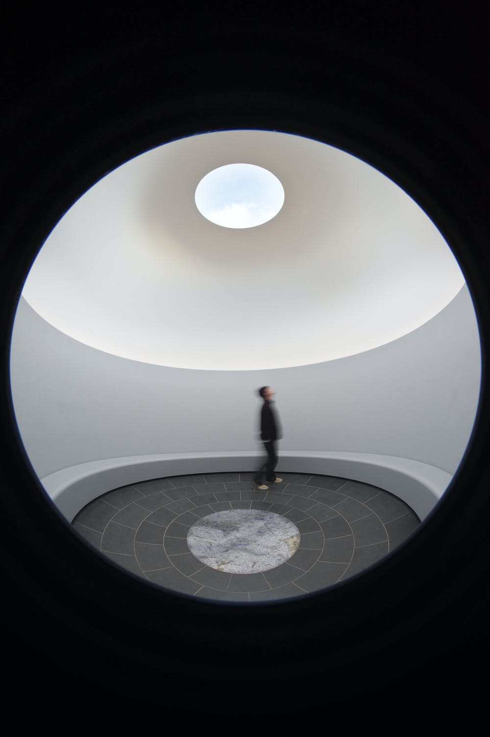 Experiments With Light James Turrell Dazzles At The Nga