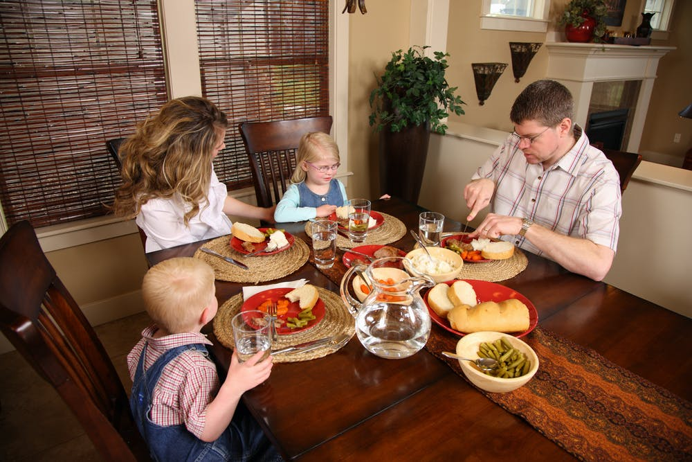 Family Meals Nourish Your Body But Thats Not All Image Via Shutterstock