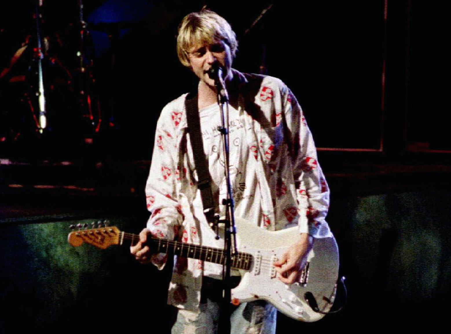 a report on the death of kurt cobain the leader of nirvana a grunge band It's been 20 years since kurt cobain, leader of the rock band nirvana, committed suicide it was april 5, 1994, and his death left a legion of fans grieving his loss.