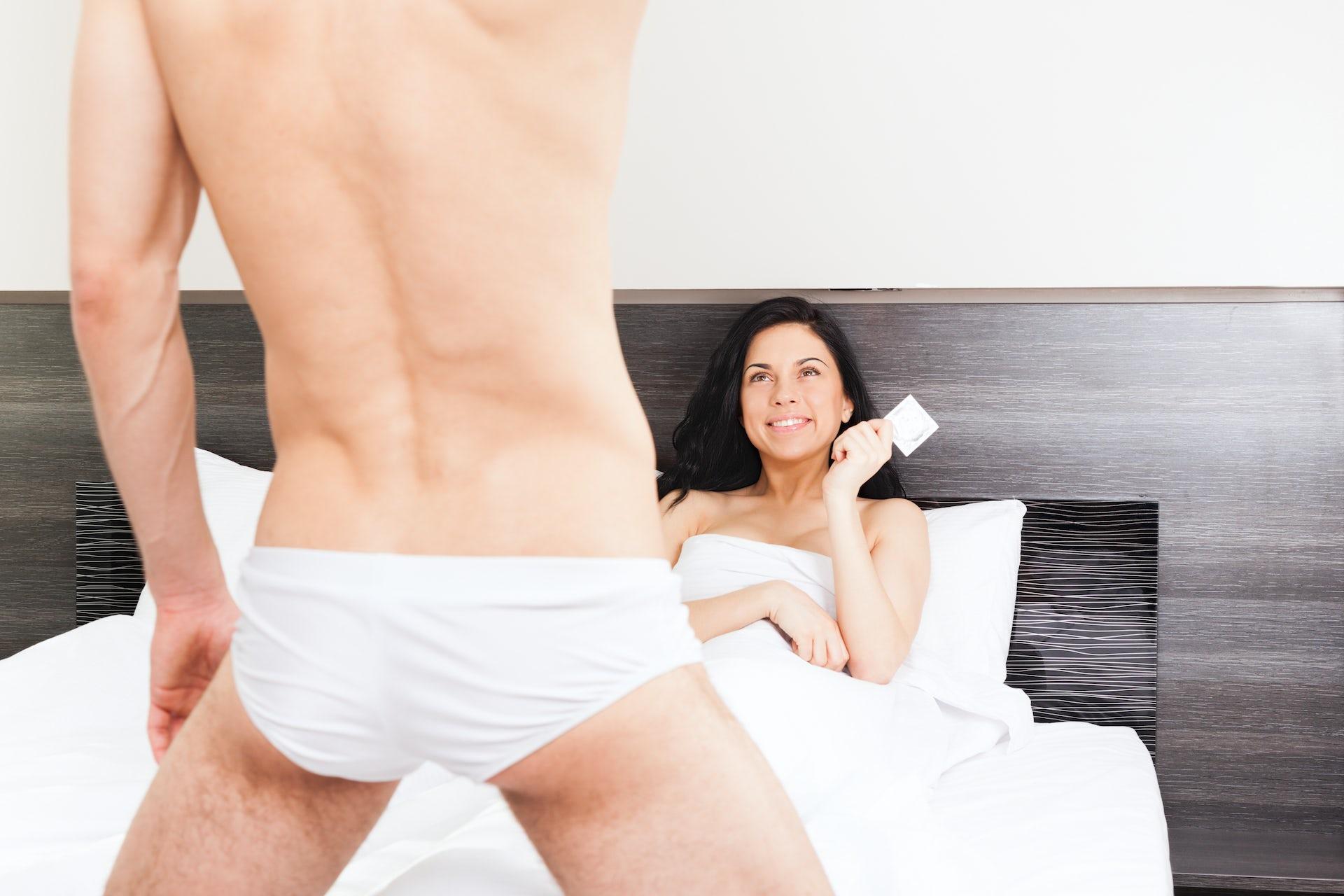 Guy sticks head in vagina video