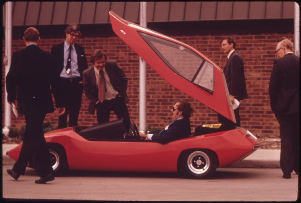 Interested Parties Look Over The Esb Sundancer An Experimental Electric Car In 1970s Wikimedia Commons